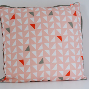 cushion pink with triangles 01